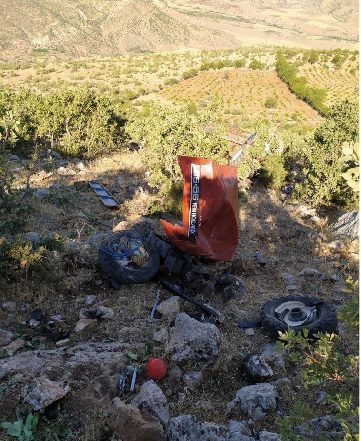 Çalışır halde park edilen traktör hareket ederek uçuruma yuvarlandı, üstündeki 5 kişi ölümden son anda kurtuldu
