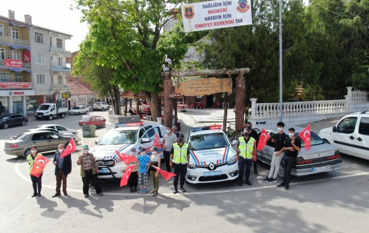 Jandarma ekipleri maske ve emniyet kemerinin önemini anlattı
