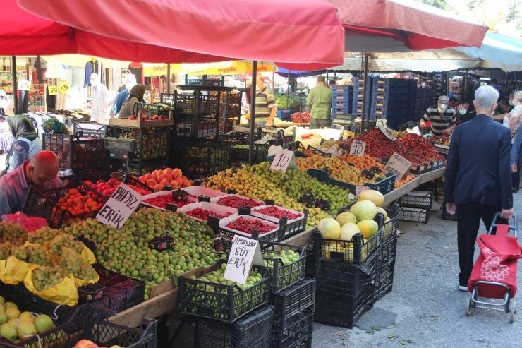 Pazarda meyve fiyatları cep yakıyor