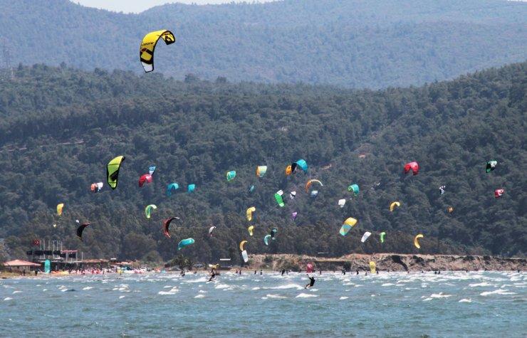 Sahiller sörfçülere kaldı