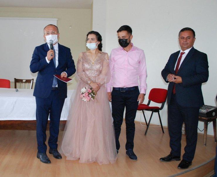 Vali Atik, genç çiftin nikah şahidi isteğini geri çevirmedi