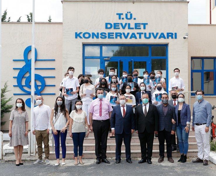 Tabakoğlu, ödül alan öğrenciler ile bir araya geldi