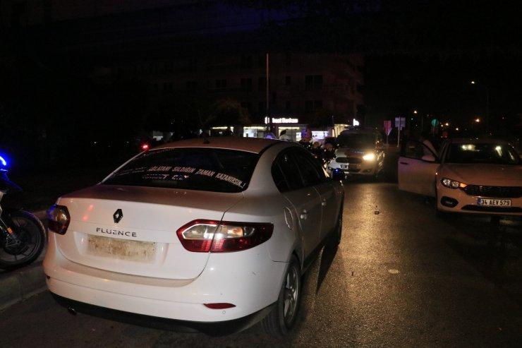 Polisten kaçan alkollü sürücü 2 kilometre kovalamanın ardından taksiye çarpınca yakalandı