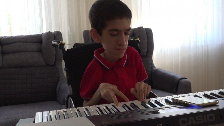 17 Yaşındaki SMA hastası umut, hayata müzik ile tutunuyor