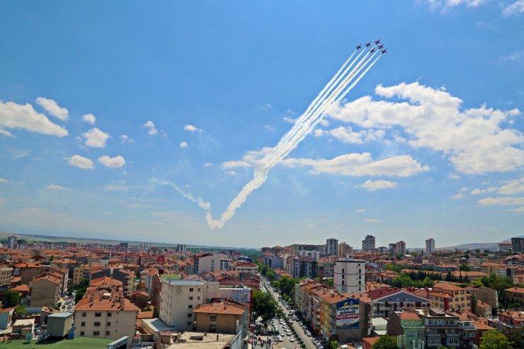 Türk Yıldızları Niğde'de gösteri yaptı