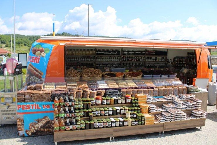 Highway'de yöresel ürünler pazarı açıldı