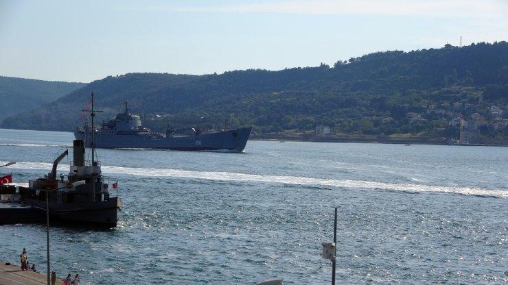 Rus savaş gemisi 'Saratov' Çanakkale Boğazı'ndan geçti