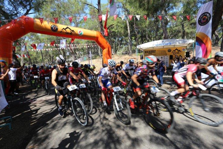 Kepez'de pedallar 120 dakika yarıştı