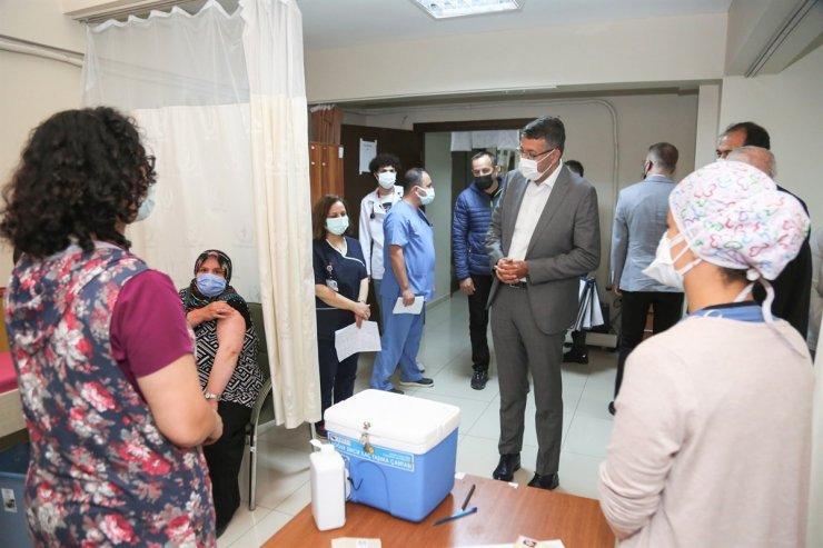 """Vali Ali Çelik: """"Kütahya il genelinde 338 bin 902 doz aşı uygulandı"""""""