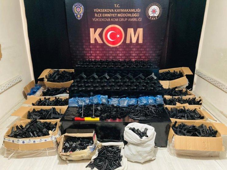 Yüksekova'da çok sayıda silah ve mühimmat ele geçirildi