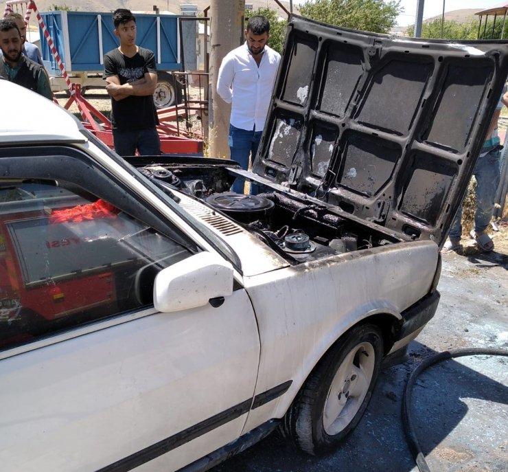 Elazığ'da iki ayrı araç yangını