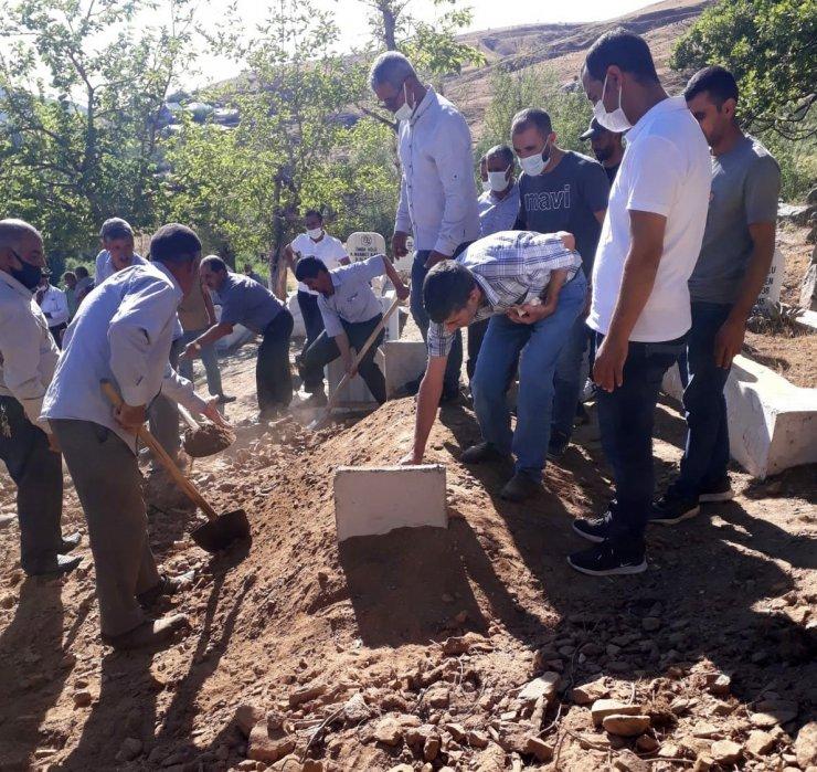 48 gün sonra bulunan kemikler, kayıp Hasan Dede'ye ait çıktı, köyünde defnedildi