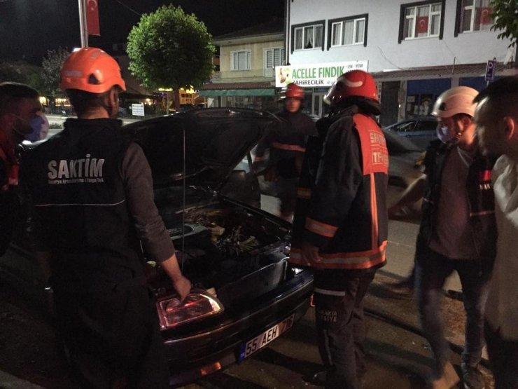 Aracın motor kısmında çıkan yangın büyümeden söndürüldü