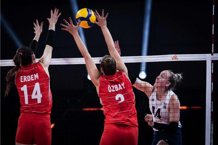 A Milli Kadın Voleybol Takımı, yarı finalde ABD'ye 3-0 mağlup oldu