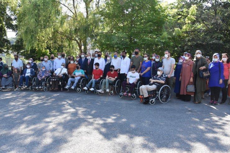 15 tekerlekli sandalye törenle teslim edildi