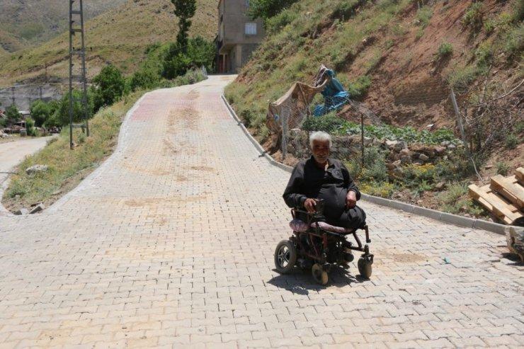 Engelli vatandaşa belediyeden parke yol