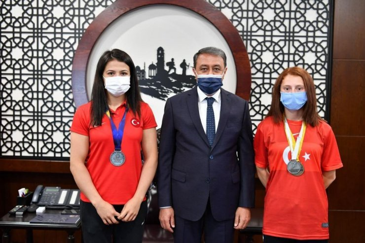 Dünya şampiyonlardan Vali Şıldak'a ziyaret