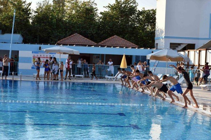 Tarsus Su Parkında yüzme sezonu açıldı