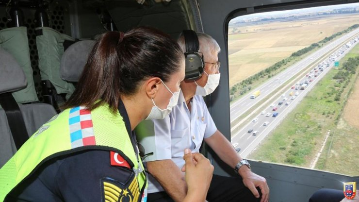 Jandarma Genel Komutanı Çetin, helikopterle trafik denetimi yaptı