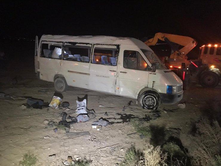 Tarım işçilerini taşıyan minibüs takla attı: 1 ölü, 14 yaralı