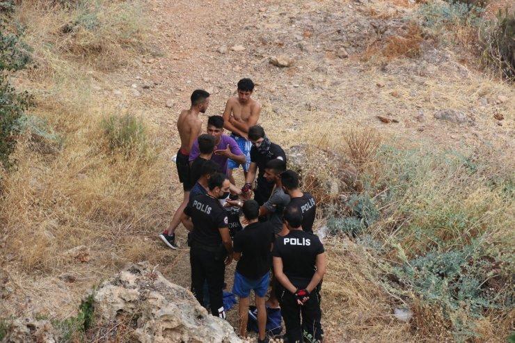 Sahilde vatandaşların dalgınlığından faydalandılar, polisin hızından kaçamadılar