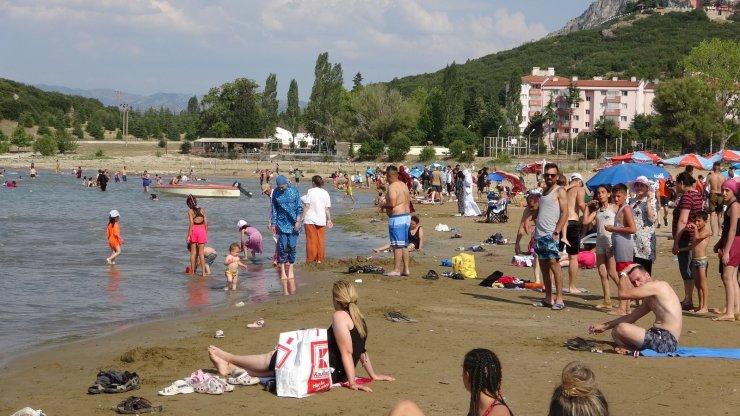 Yedi renkli Eğirdir Gölü'nde bayram tatili yoğunluğu