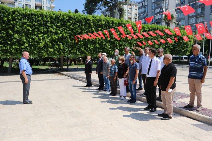 Gazeteciler basın anıtına çelenk bıraktı