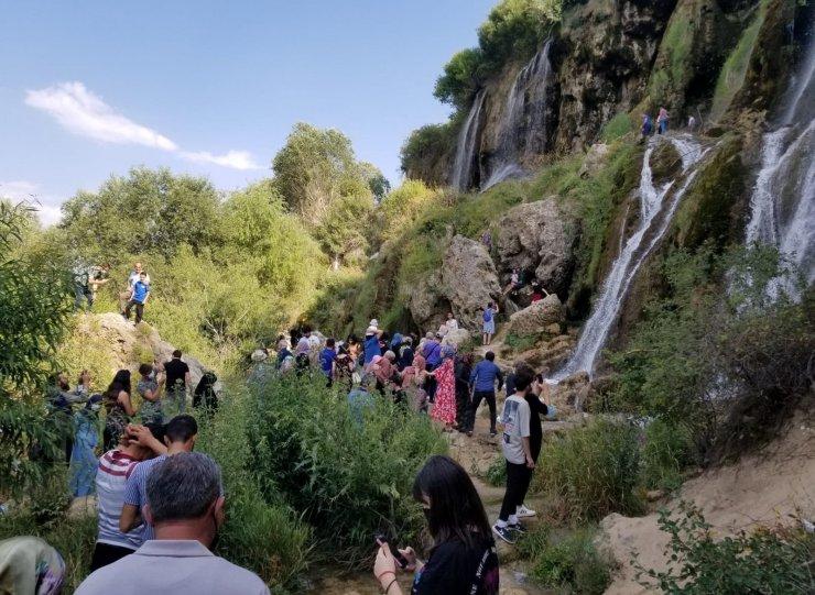 Girlevik Şelalesi bayram tatilinde Erzincan nüfusundan fazla misafir ağırladı