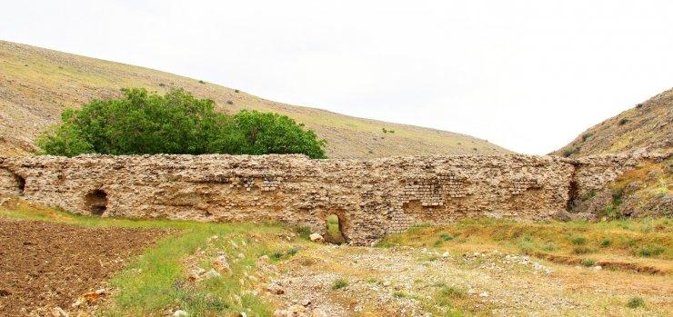 Kahramanmaraş'ta Büğet Su Sarnıcı yıllara meydana okuyor