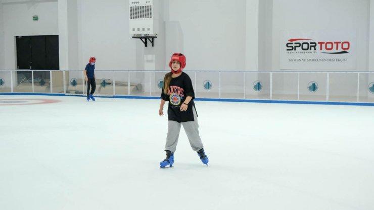 Altındağlı çocukların buz pateni keyfi