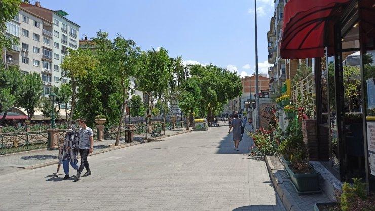 Bayram tatilinin bitmesiyle cadde ve sokaklar tenhalaştı