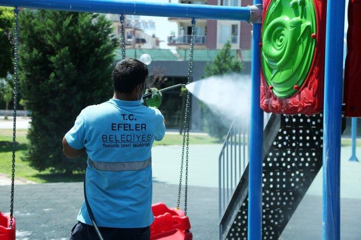 Efeler'de parklar temizleniyor