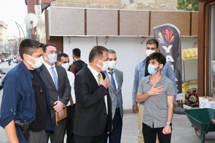 Hakkari Valisi Akbıyık'tan esnaf ziyareti