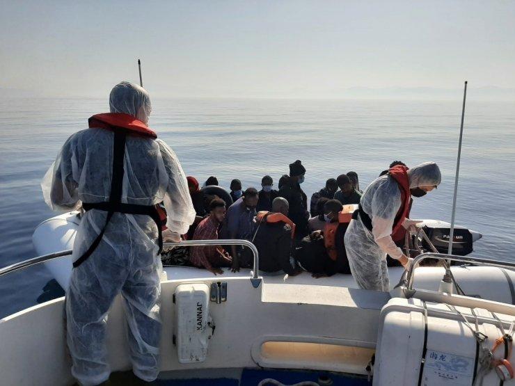 İzmir açıklarında 456 düzensiz göçmen kurtarıldı