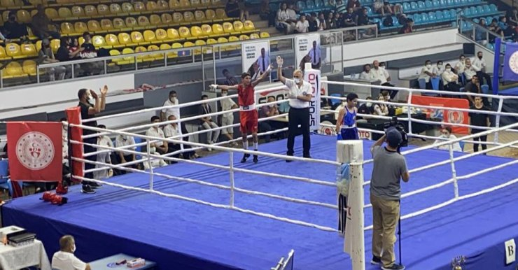 Büyükşehir'in sporcusu Özkısa boksta Türkiye şampiyonu oldu