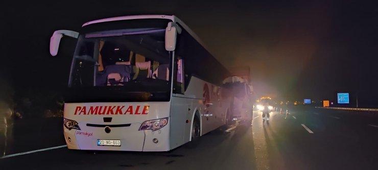 Kuzey Marmara Otoyolunda kamyon yolcu otobüsüne çarptı:1 yaralı