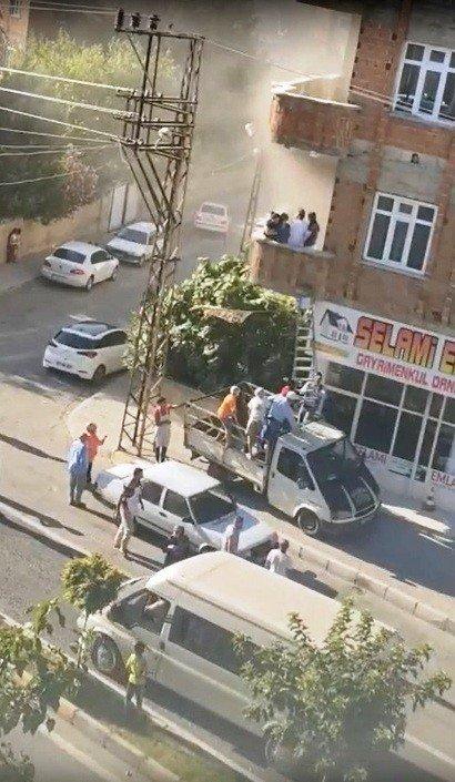 Yangında mahsur kalanlara mahalleliden kurtarma operasyonu