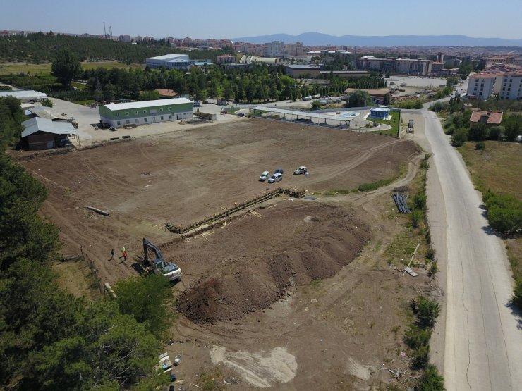 Çorum'da belediye iki sentetik sahanın yapımına başlandı