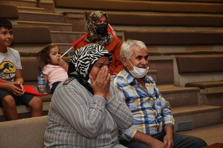 Esra Yıldız'ın ailesi müsabakayı protokolle birlikte gözyaşları içerisinde izledi