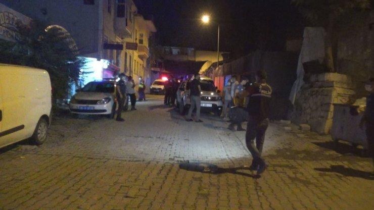 İzmir'de yabancı uyruklu iki grup arasında bıçaklı kavga: 1'i ağır 2 yaralı