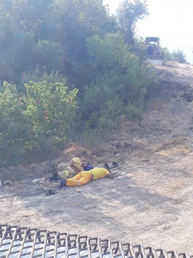 Osmaniye'deki yangına müdahaleye giden 'Ateş Avcıları' toprak üzerinde dinlendi