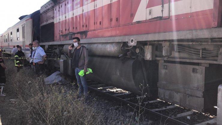 Kars'ta Doğu Ekspres altında kalan vatandaş hayatını kaybetti