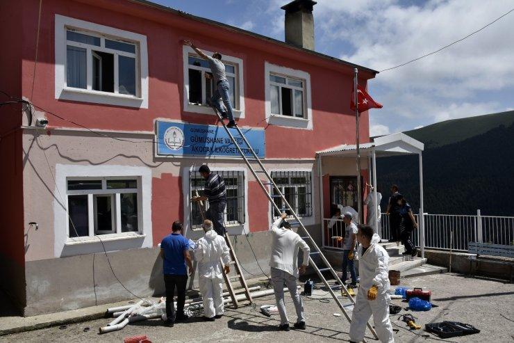 Gümüşhane'deki en uzak köy okulunun tadilatını polisler yaptı