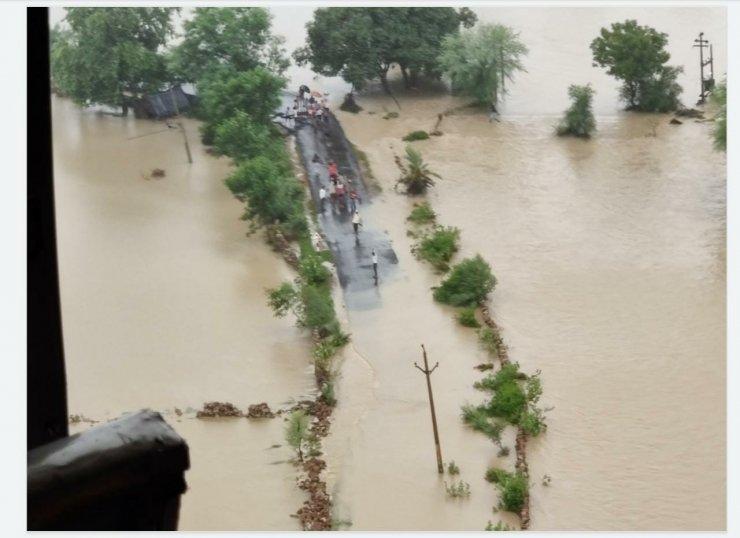 Hindistan'da sağanak yağışlar sele neden oldu: En az 15 ölü