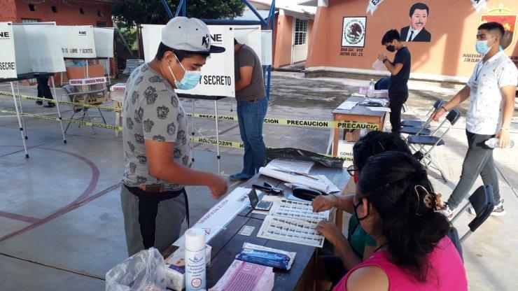"""Meksika'da halk 5 eski devlet başkanının yargılanmasına """"evet"""" dedi"""