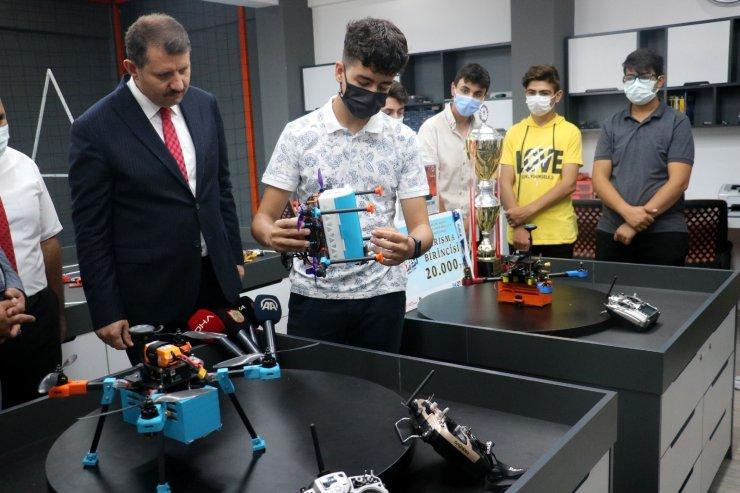 Sivas'ta İnsansız Hava Araçları AR-GE atölyesi açıldı