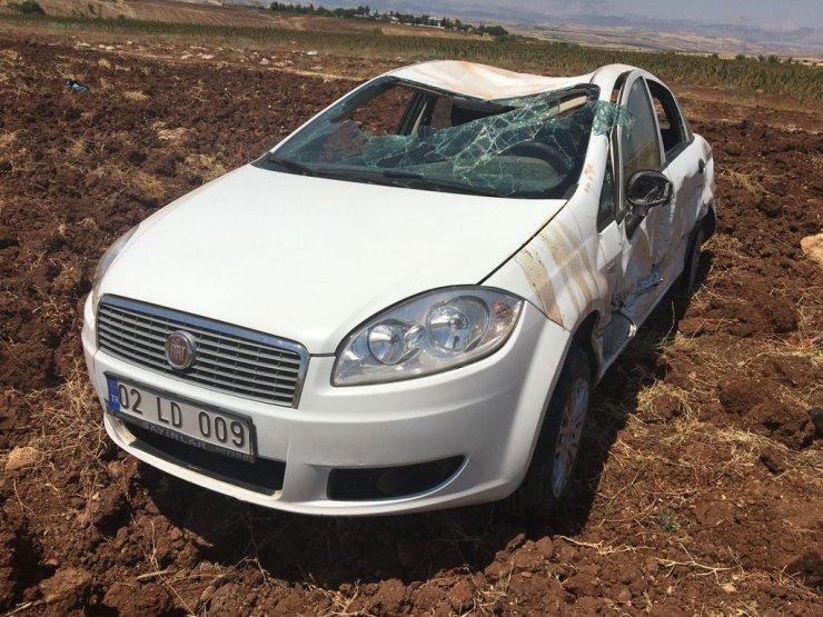 Araca çarpan otomobil tarlaya yuvarlandı: 2 yaralı