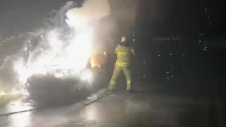 İznik'te otomobil alev alev yandı