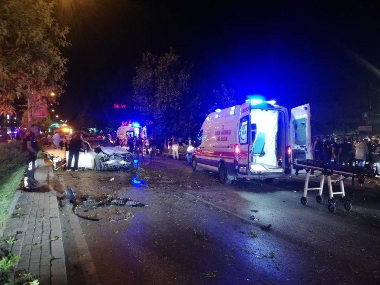 İzmir'de polis aracı ile otomobil çarpıştı: 1 şehit, 1'i polis 4 yaralı