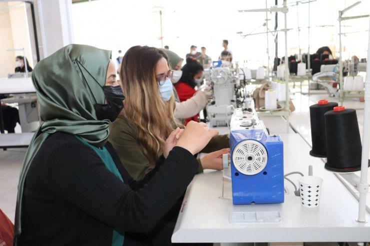 Diyadin'e kurulan tekstil fabrikası kızların umudu oldu